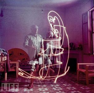 picasso-light-painting-5.jpg 594×586 pixels