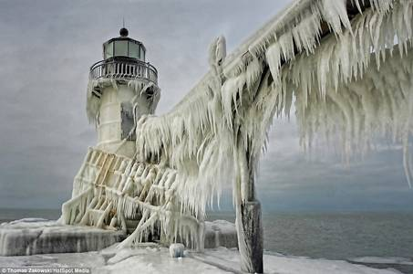 Michigan lighthouses transformed into giant icicle after freezing storm | Mail Online